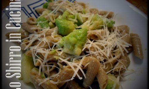 Pasta integrale con cavolo romano (o broccolo romanesco)