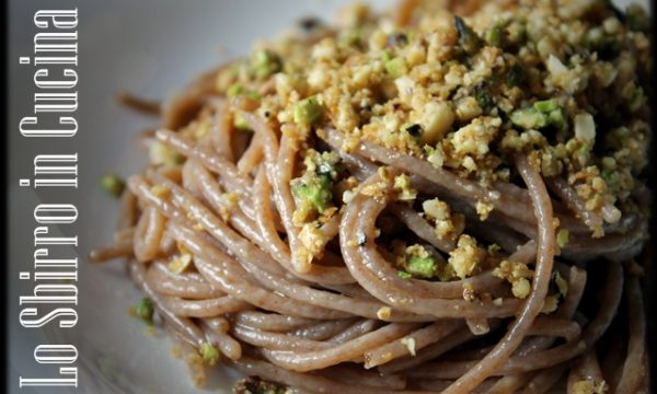 Spaghetti integrali di farro con granella di Pistacchi pinoli e mandorle