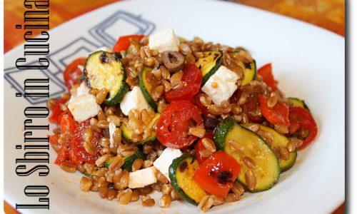 Insalata di farro, verdure e feta