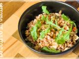 Insalata di farro con Pesto Rosso, tofu e rucola