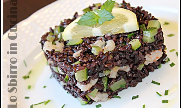insalata di riso venere con gamberi e zucchine